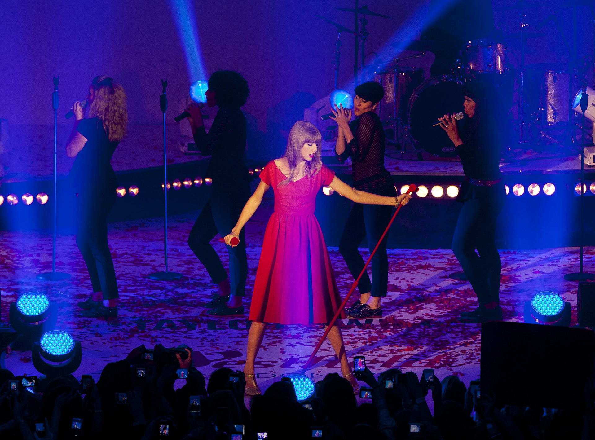 Taylor Swift switches on the Christmas lights and performs at Westfield London in Shepherds Bush, London. PRESS ASSOCIATION Photo. Picture date: Tuesday, November 06, 2012. Photo credit should read: John Phillips/PA